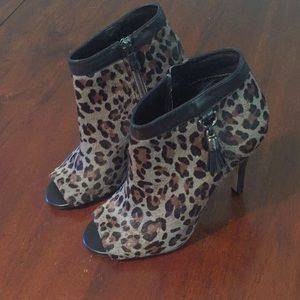 Vince Camuto VC-Kevia Grey Leopard Hairskin Bootie